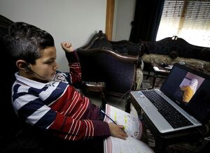 عکس/ دانشآموز سوریهای در کلاس درس مجازی