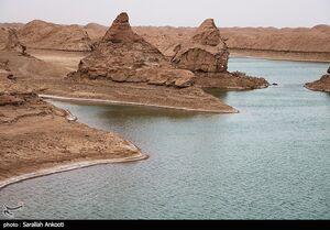 عکس/ دریاچهای بینظیر در دل کویر