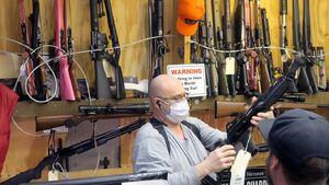 سود بینظیر «کاسبان کرونا» در آمریکا با شکسته شدن رکورد خرید سلاح/ ناکارآمدی دولت و ترس مردم، کسب و کار NRA را سکه کرد +عکس