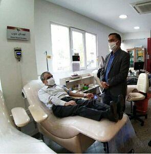 کدخدایی مردم را به اهدای خون دعوت کرد +عکس
