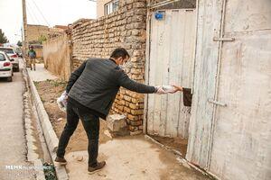 عکس/ توزیع اقلام بهداشتی درحاشیه شهر