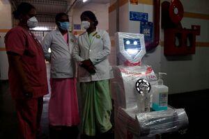 عکس/ استفاده از ربات برای کمک به کادر پزشکی