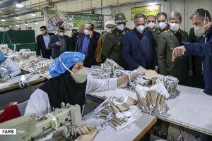 عکس/ بازدید وزیر دفاع از کارخانه تولید ماسکهای پیشرفته