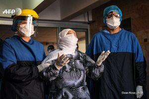 بهبودی یک زن ۹۳ ساله مبتلا به کرونا در استانبول