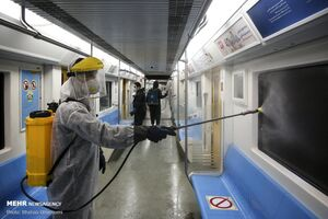 ضدعفونی واگنهای مترو را ببینید