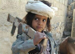آمادگی کودک مسلح یمنی برای نبرد با دشمنان +عکس
