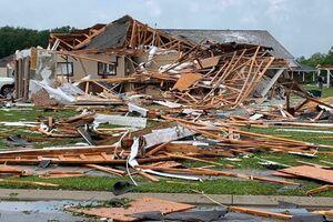 فیلم/ ویرانی عجیب خانهها در طوفان آمریکا