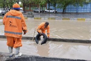 عکس/ تلاش پاکبانان برای بازگشایی مسیرها در کرمان