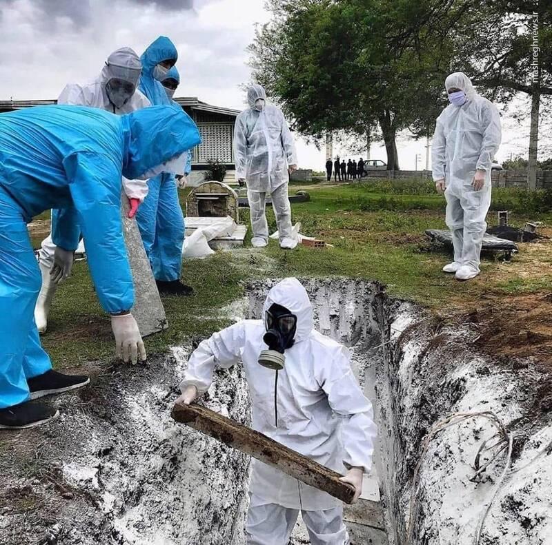 مشرق نیوز - عکس/ دفن یک کرونایی در یکی از روستاهای ساری
