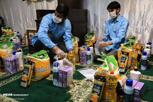 عکس/ توزیع بسته های مهربانی در مشهد