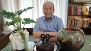 عکس/ تولد ۹۰ سالگی پدر سالار سینمای ایران
