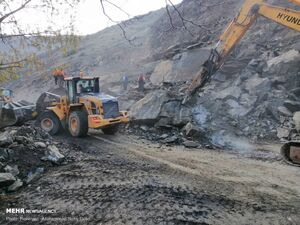 عکس/ ریزش کوه در جاده چالوس