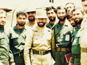 تصویری جالب از جلسه فرماندهان سپاه با فرمانده ارتش