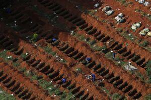 عکس/ اجساد قربانیان کرونا در سراسر جهان