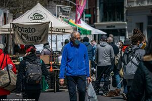 حضور پرتعداد نیویورکیها در بازار با وجود هشدارهای کرونایی