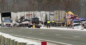 تصادف زنجیره ای ۶۰ خودرو در بزرگراهی در ایلینویز شیکاگو