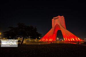 عکس/ نورپردازی برج آزادی در روز جهانی هموفیلی