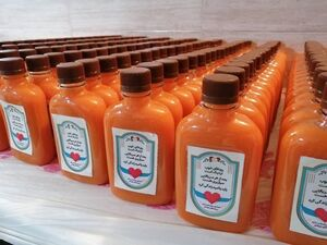 تهیه و توزیع آب هویج و عسل ویژه بیماران کرونایی +عکس