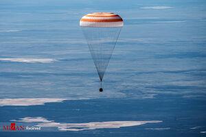 عکس/ فرود فضانوردان بر روی زمین