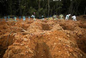 """دفن فوتیهای کرونا در قطعهای مخصوص در گورستان شهر """"مانائوس"""" برزیل"""
