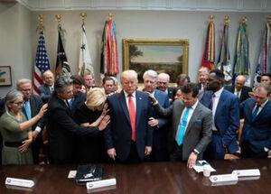 تشکر از ترامپ برای نبستن کلیسا در روزهای کرونایی!