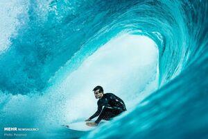عکس/ موج سواری برروی امواج خروشان