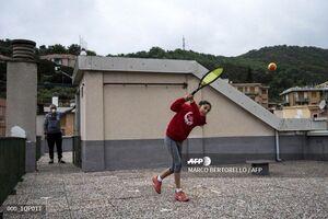 تنیس بازی در روی پشت بام در ایتالیا