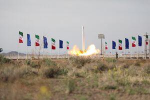 شاهکار اطلاعاتی سپاه با پرتاب غافلگیرانه یک چشم استراتژیک/ ویژگیهای فنی اولین ماهوارهبر سه مرحلهای ایران را بهتر بشناسید +عکس و فیلم