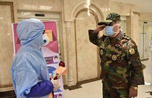 عکس/ احترام نظامی فرمانده ارتش به پرستار بیماران کرونایی