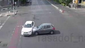 عکس/ لحظه تصادف پژو ۲۰۶ و خودروی دنا