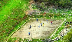 زمین فوتبال بسیار زیبا در کردستان
