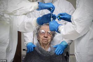 دولتهای اروپایی سالمندان مبتلا به کرونا را به حال خود رها میکنند تا بمیرند/ مرگ در خانه بهترین گزینه است