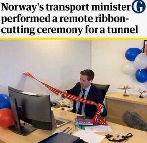عکس/ افتتاح عجیب تونل در دوران کرونایی!
