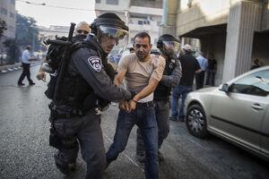 فیلم/ برخورد خشن پلیس صهیونیست با یک معترض