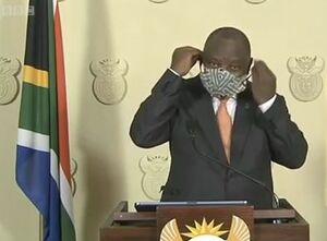 فیلم/ دردسرهای رئیسجمهور برای آموزش ماسک زدن!