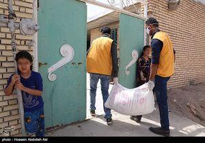 عکس/ توزیع ۲۶۰۰ کیسه آرد بین خانوادههای نیازمند