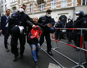 عکس/ تظاهرات آلمانیها و اتریشیها علیه قرنطینه