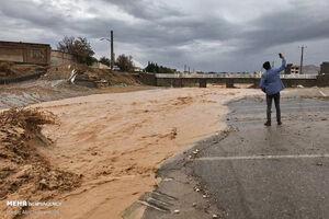 عکس/ سلفی با سیلاب در سمنان