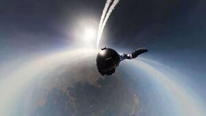 عکس/ اولین پرش جهان از ۱۰کیلومتری زمین
