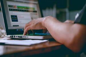 لپ تاپ فضای مجازی
