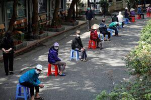عکس/ صف مردم ویتنام برای دریافت غذا
