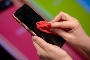 فیلم/ همه چیز درباره ضد عفونی کردن تلفن همراه