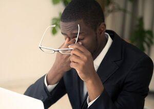 درد پشت چشم؛ عوامل و راههای درمان
