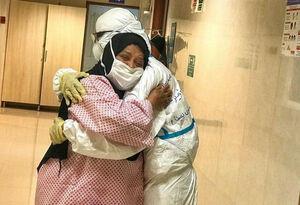 در آغوش کشیدن یک پرستار توسط بیمارش