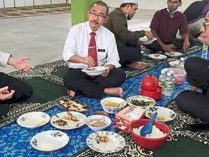 عکس/ حبس معاون وزیر بهداشت مالزی به خاطر این تصویر