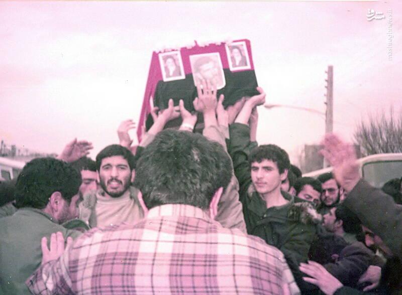 سردار شهید «رضا حسن پور» بر فراز دست ها