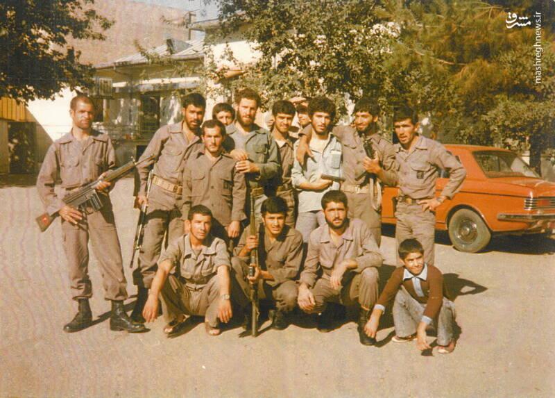 سردار شهید «رضا حسن پور»(ایستاده، نفر اول از راست)