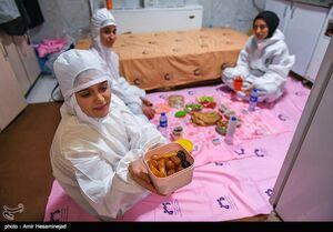 عکس/ افطار مدافعان سلامت