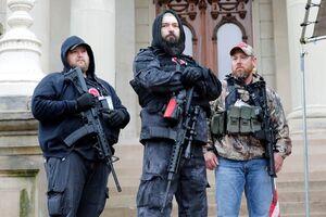 عکس/ یورش مسلحانه به ساختمان ایالتی کنگره آمریکا