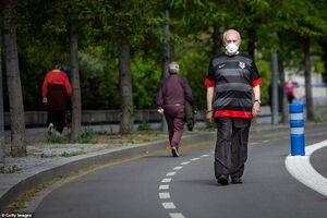 قدم زدن سالمندان در خیابان